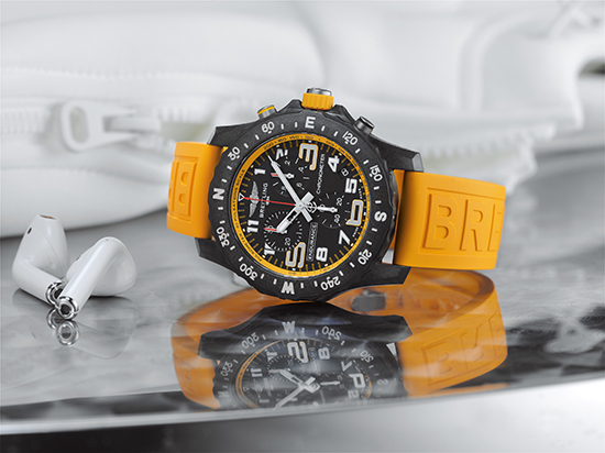 05_endurance-pro-with-a-yellow-inner-bezel-and-rubber-strap-1_neu
